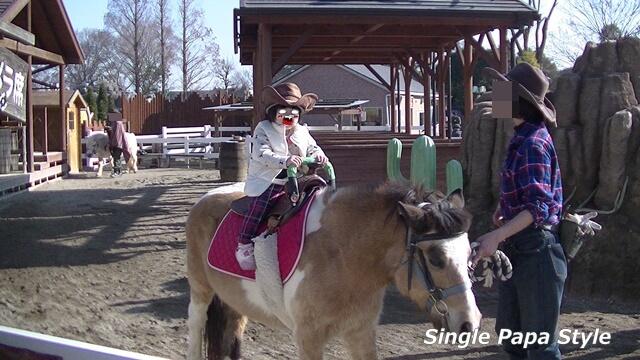 東武動物公園にて娘の乗馬写真